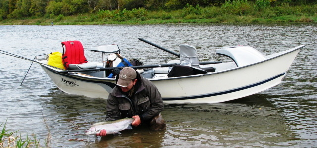лодка для рыбалки в троем