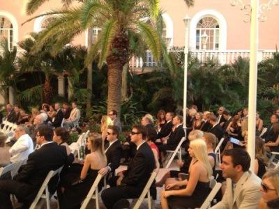 Пол и Торри на свадьбе друзей