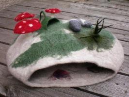 Гнезда для кошек из войлока.  Сюзанна Карг.  Фото.