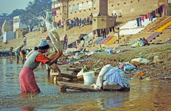 Стирка белья в Ганге.