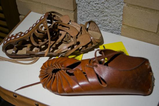В таких вот сандаликах меряли дороги римские легионеры