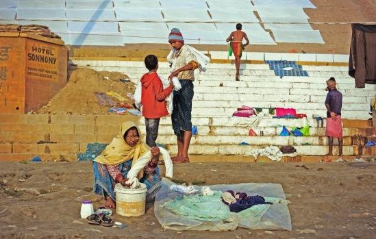 Где сушатся простыни, на которых спят обитатели индийских гестов.