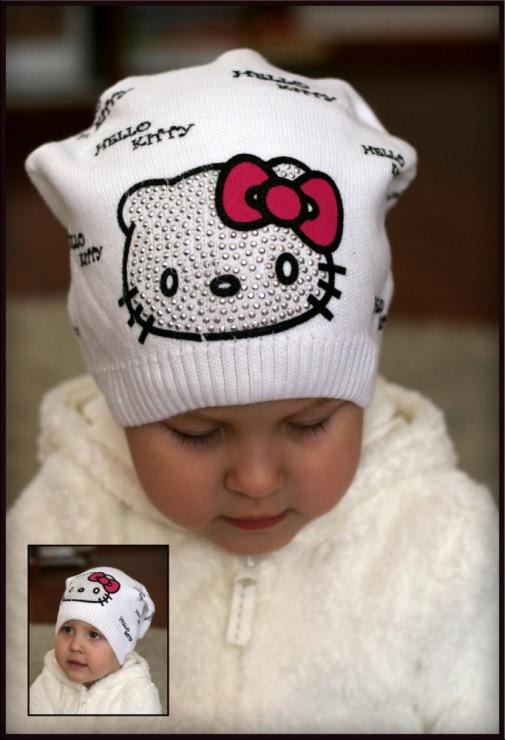 Gallery.ru / Удлиненная белая шапочка HELLO KITTY..320РУБ - ВЯЗАНЫЕ...