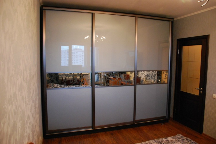 Лакобель для дверей купе - три выгодных свойства стекла.