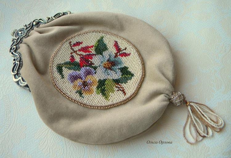 Схемы вышивки сумочек бисером